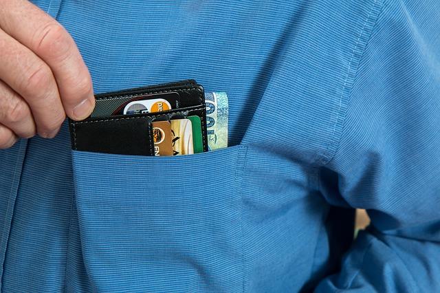 kreditní karty v kapse.jpg
