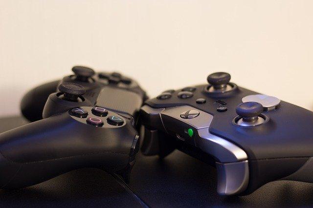 ovladače Xbox, PlayStation
